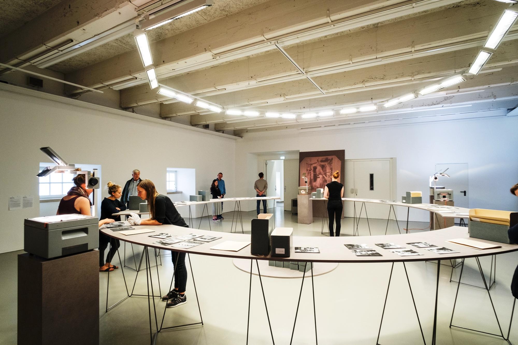 Archive in der Kunst: Das prekäre Archiv | VdA-blog.de